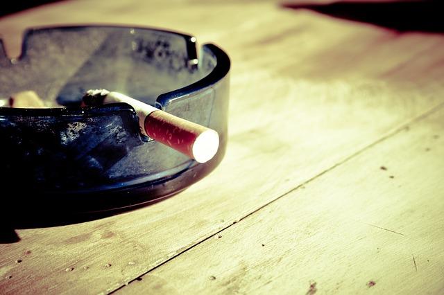 """המדריך למעשן: כל מה שצריך לדעת על עישון בחו""""ל - וממה להיזהר"""